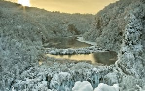 WINTER WONDERLAND Frozen scenery of Plitvice Lakes