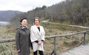 CHINA/CROATIA Wives of prime ministers at Plitvice Lakes